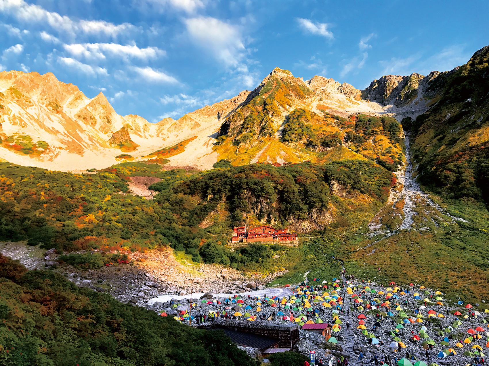 穂高岳の凛々しい姿を間近に望む、涸沢カール