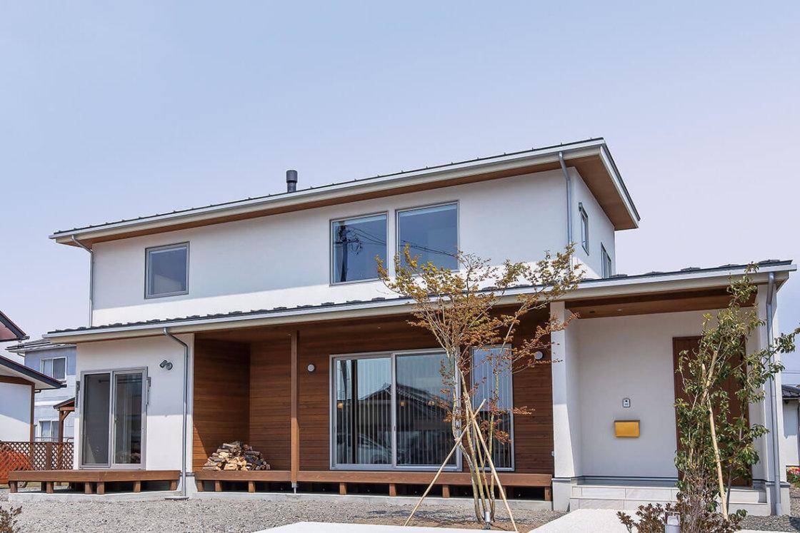 ミニマルだから映える素材 余白が心地よい大空間の家