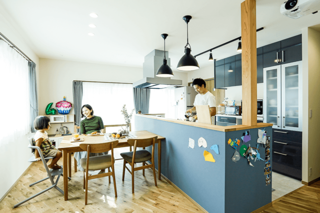 対面式キッチンは子どもの様子を見ながら家事に専念でき安心。