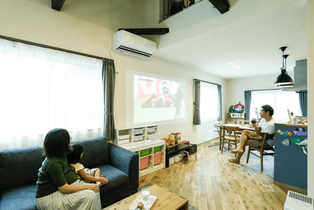 家族友人と、晩酌やパーティーをしながら大画面で映画やスポーツを鑑賞できる。
