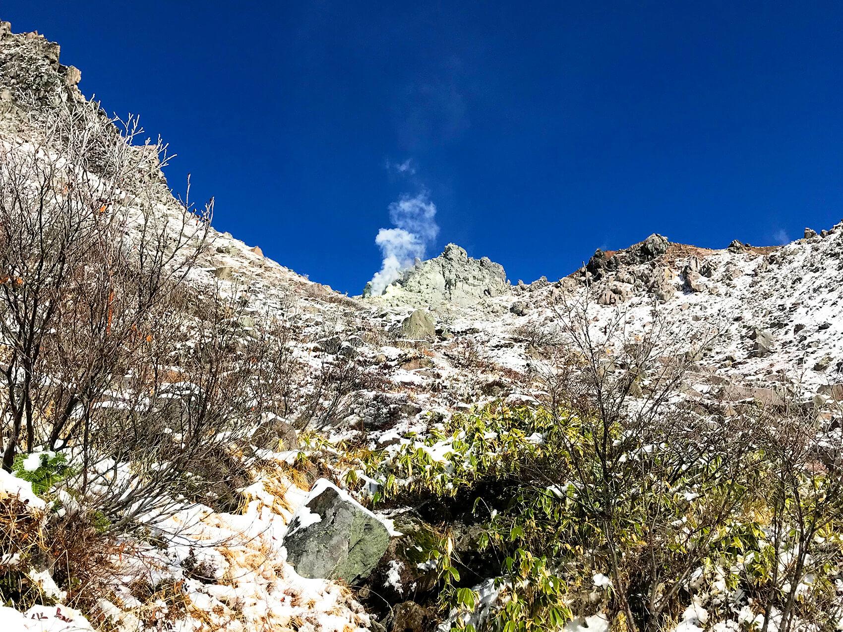 上高地の名所  北アルプス唯一の活火山 焼岳北峰